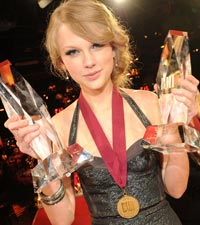 taylor-swift-bmi-awards2010