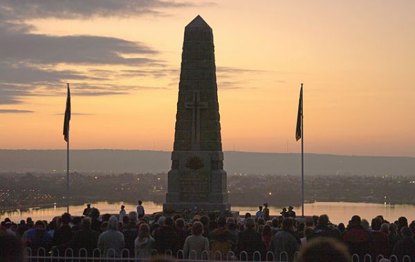 """Dawn service gnangarra 03"" by Photographs by Gnangarra...commons.wikimedia.org."